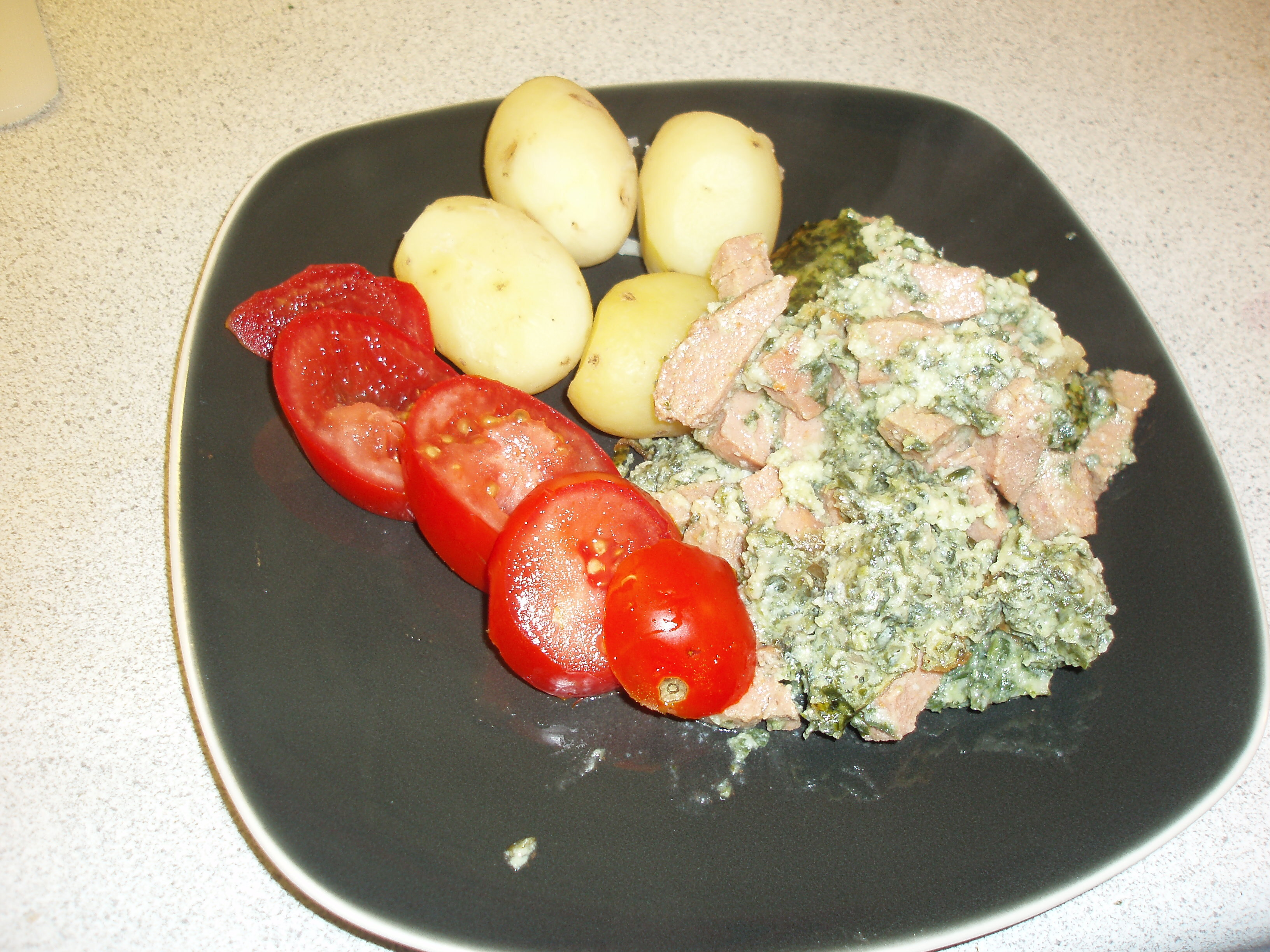 Spenat & ost gratäng med falukorv