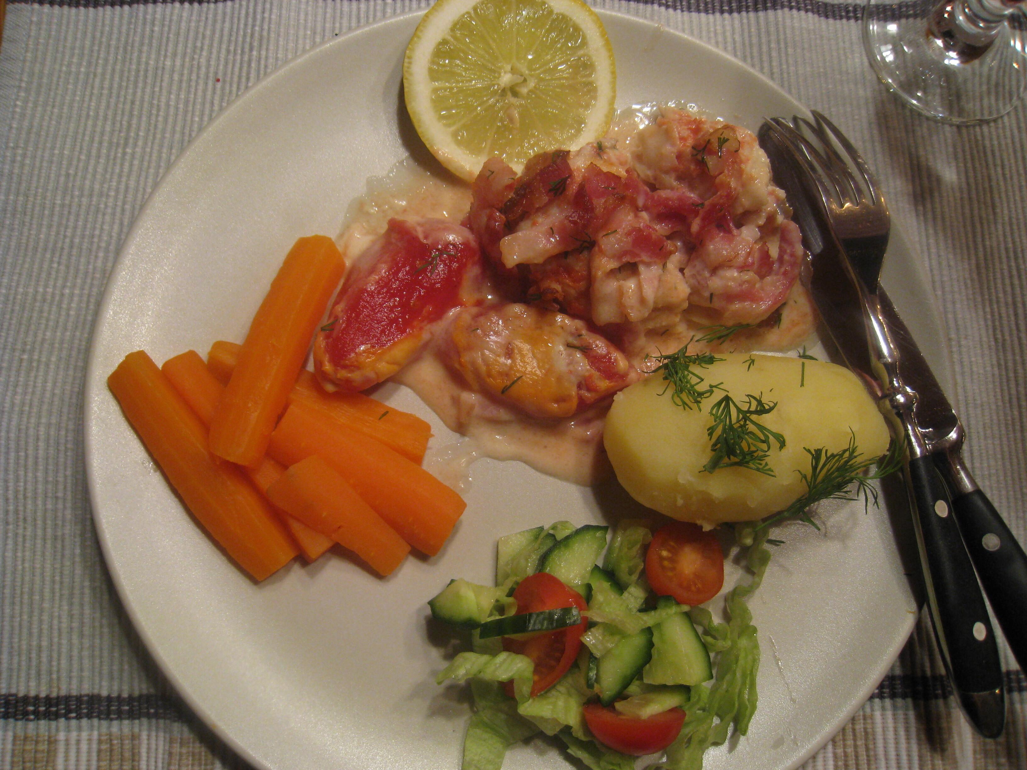Fisk i ugn med ostsås och bacon