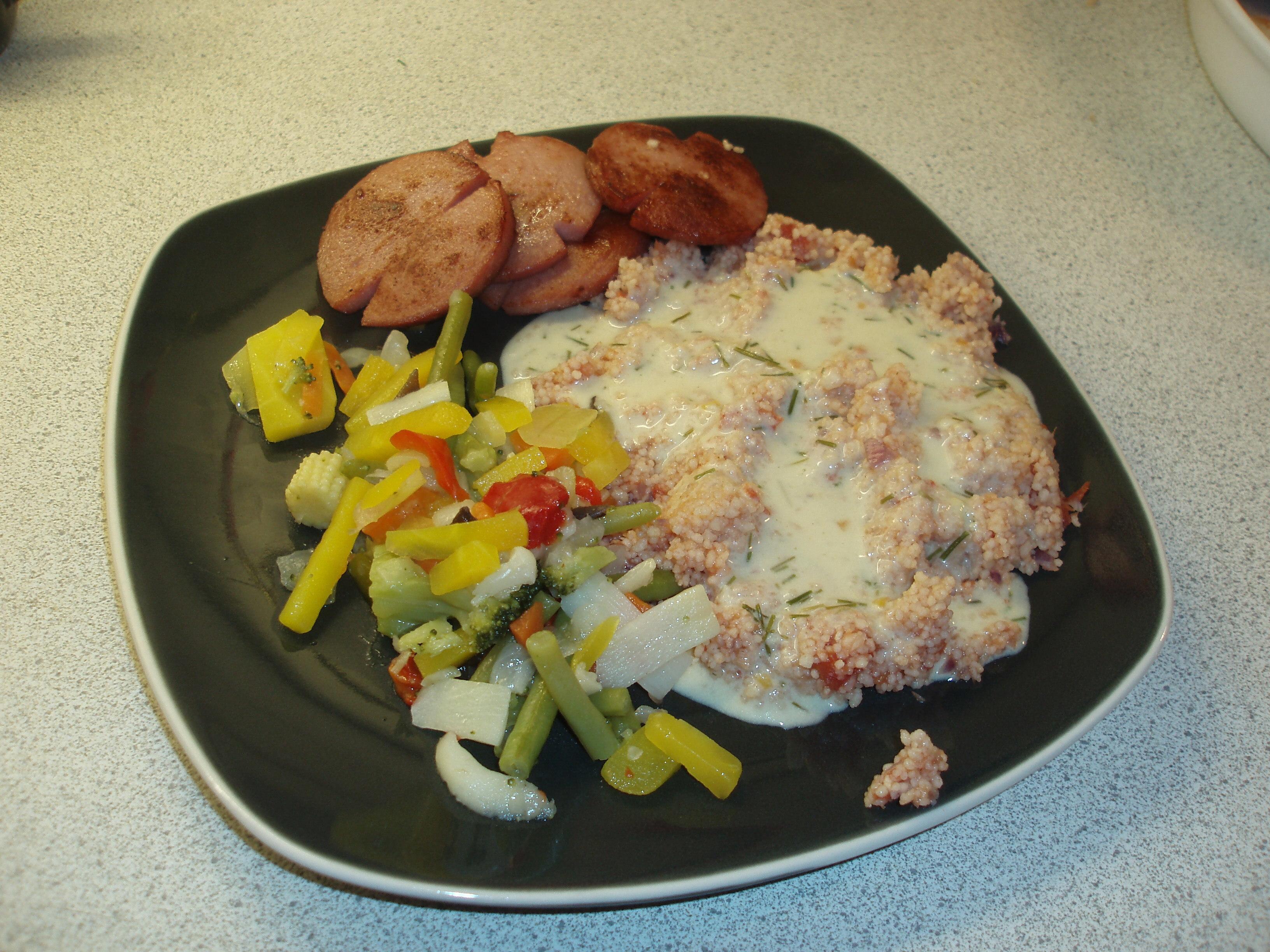 Falukorv med couscous och senapssås