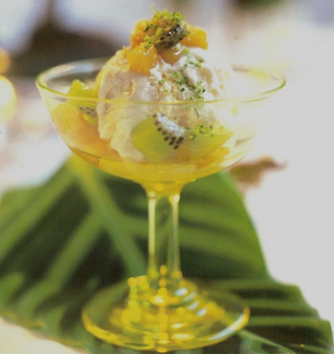 Kokosglass med frukt i lime