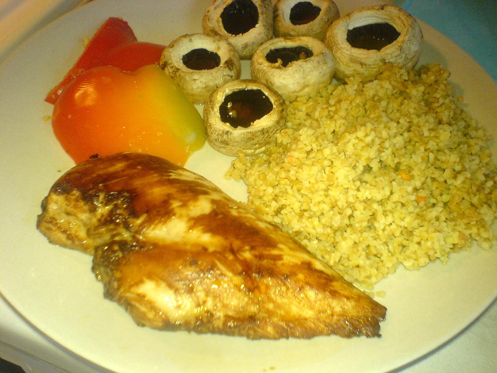 Kyckling med ugnsgrillade grönsaker och bulgur