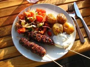 Köttfärsspett med orgeano och vitlökssås