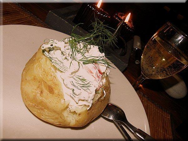 Bakad Potatis med skaldjursröra