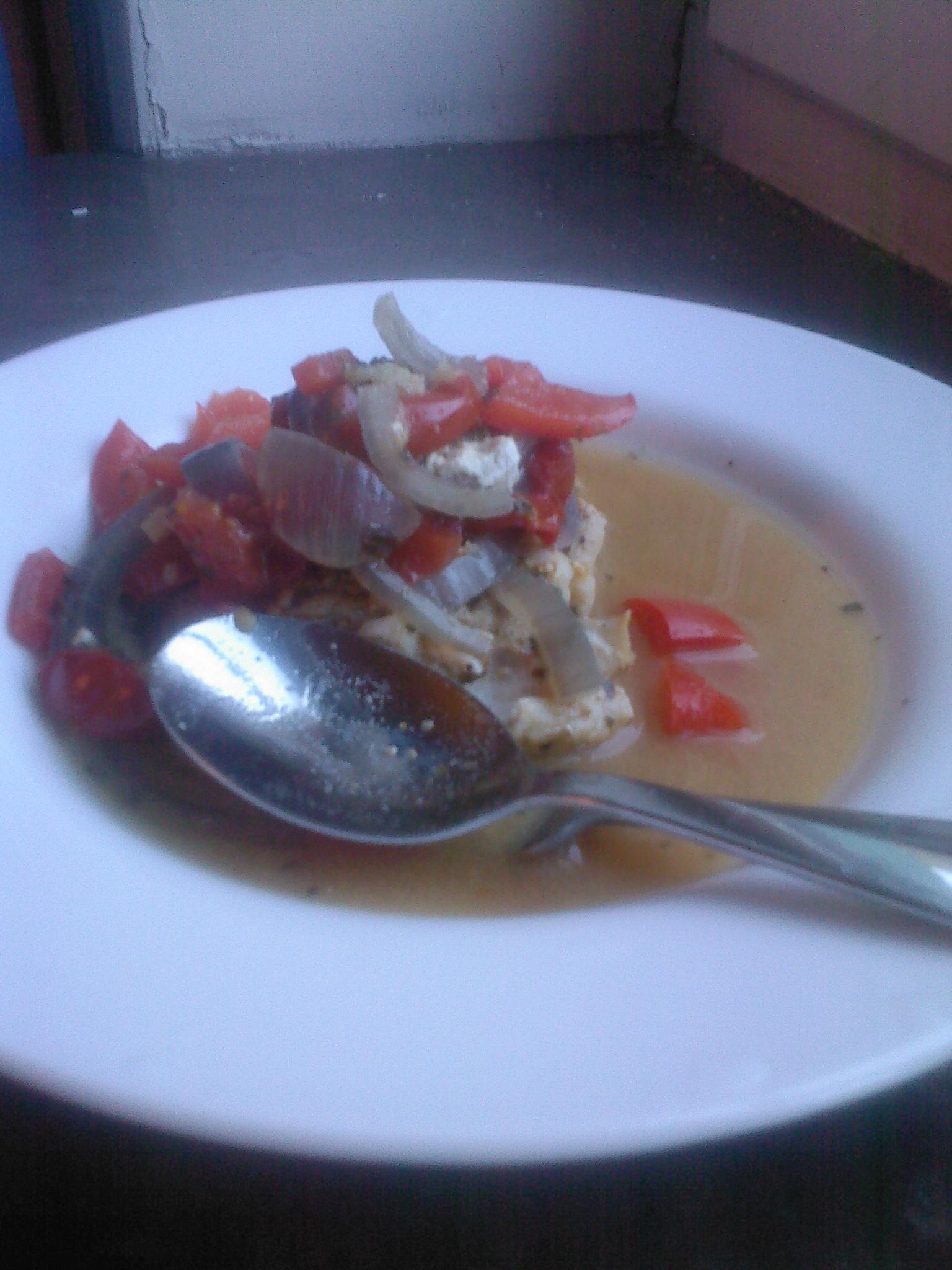 Ugnskokt fisksoppa med het macka