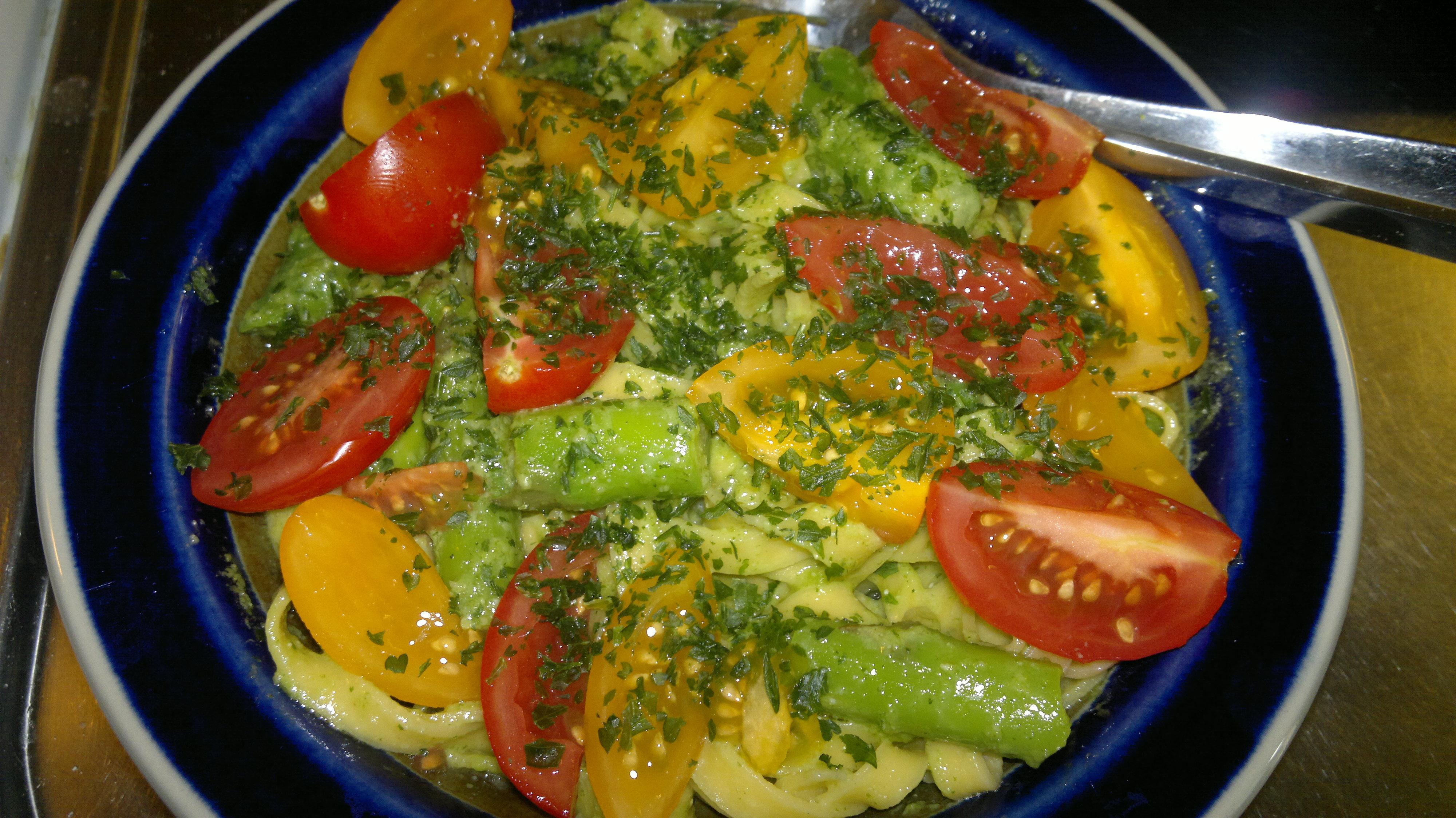 Grön sparris med pesto och pasta