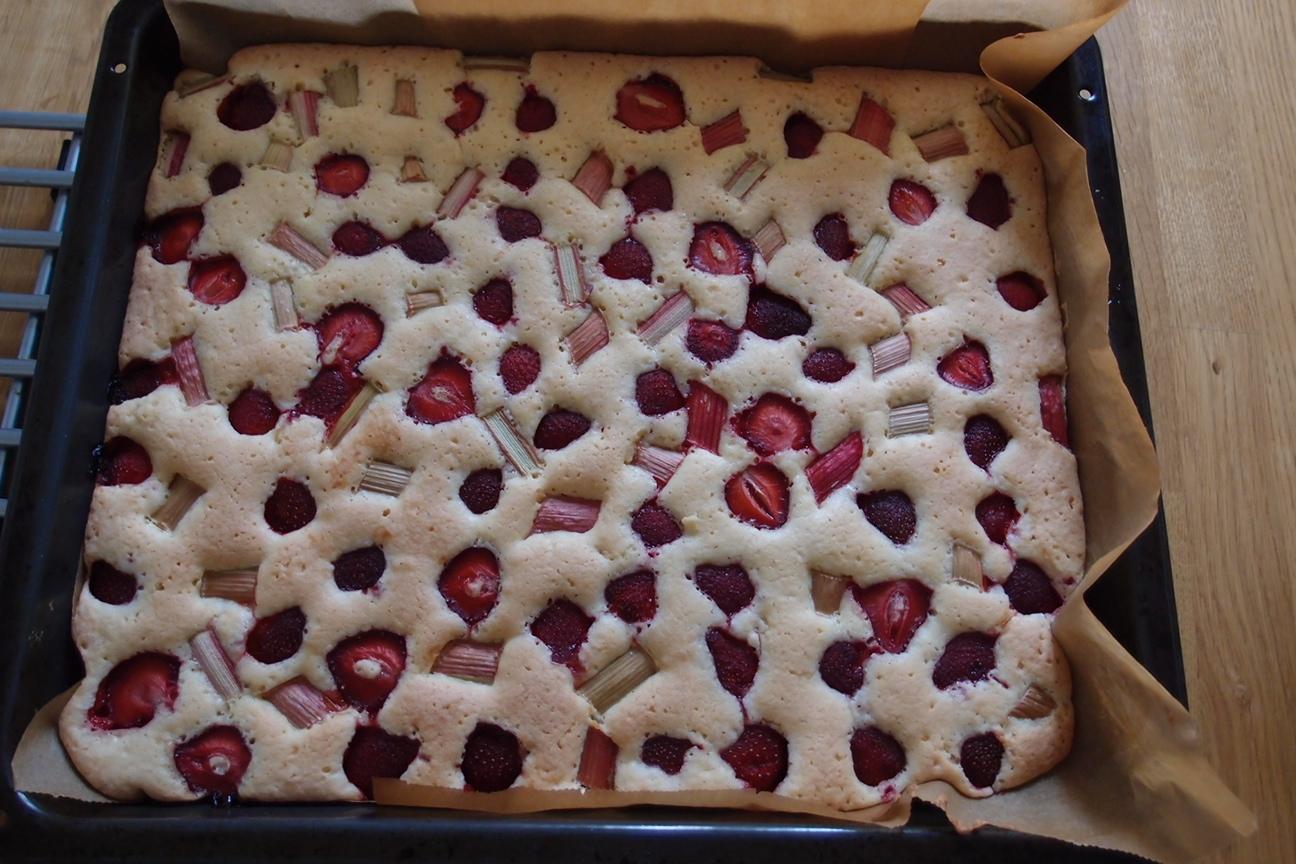 Rabarber och jordgubbsrutor