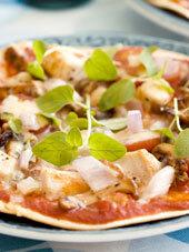 Tortillapizza med kycklingfilé och kantareller