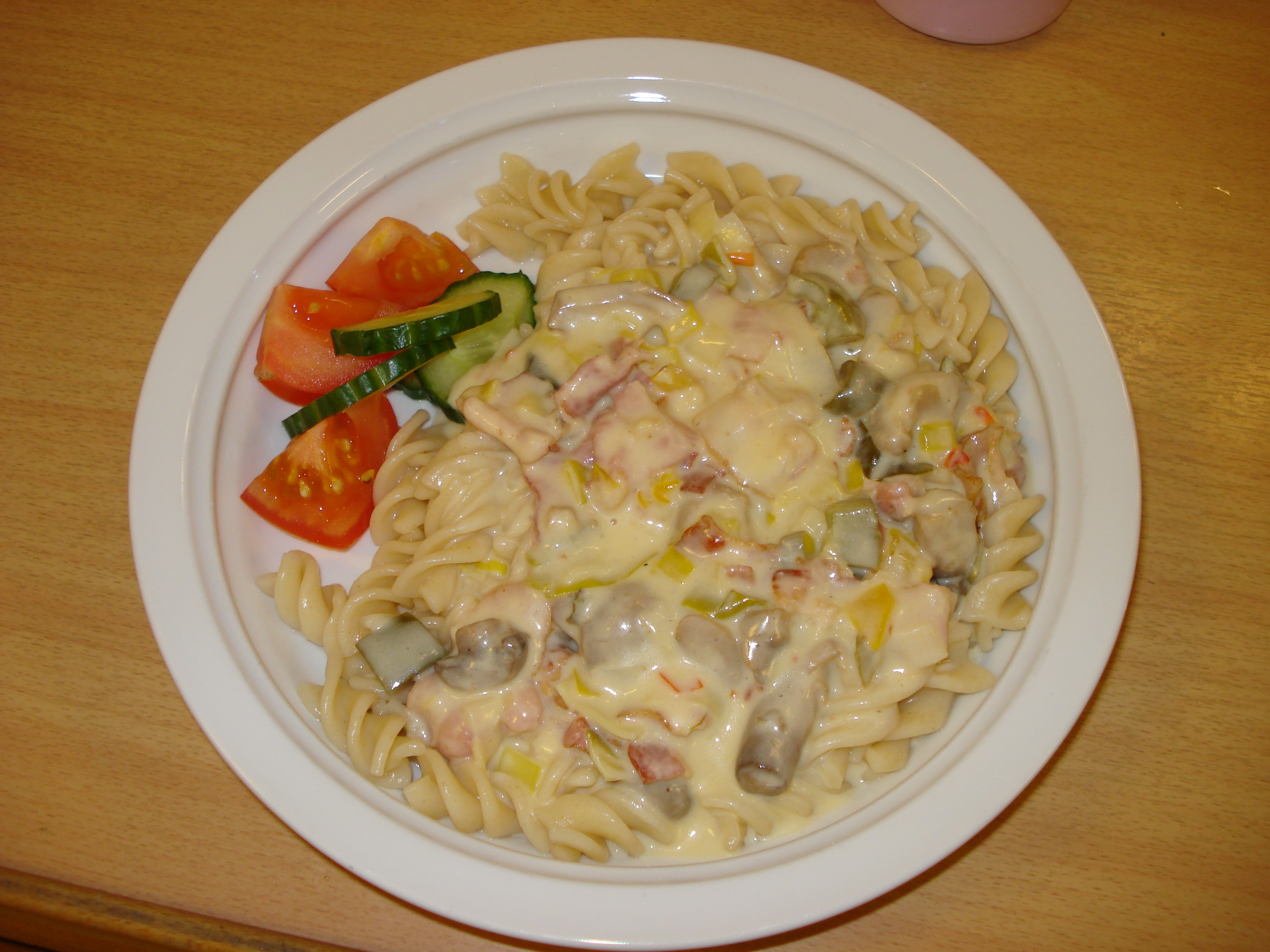 bacon champinjoner creme fraiche purjolök pasta