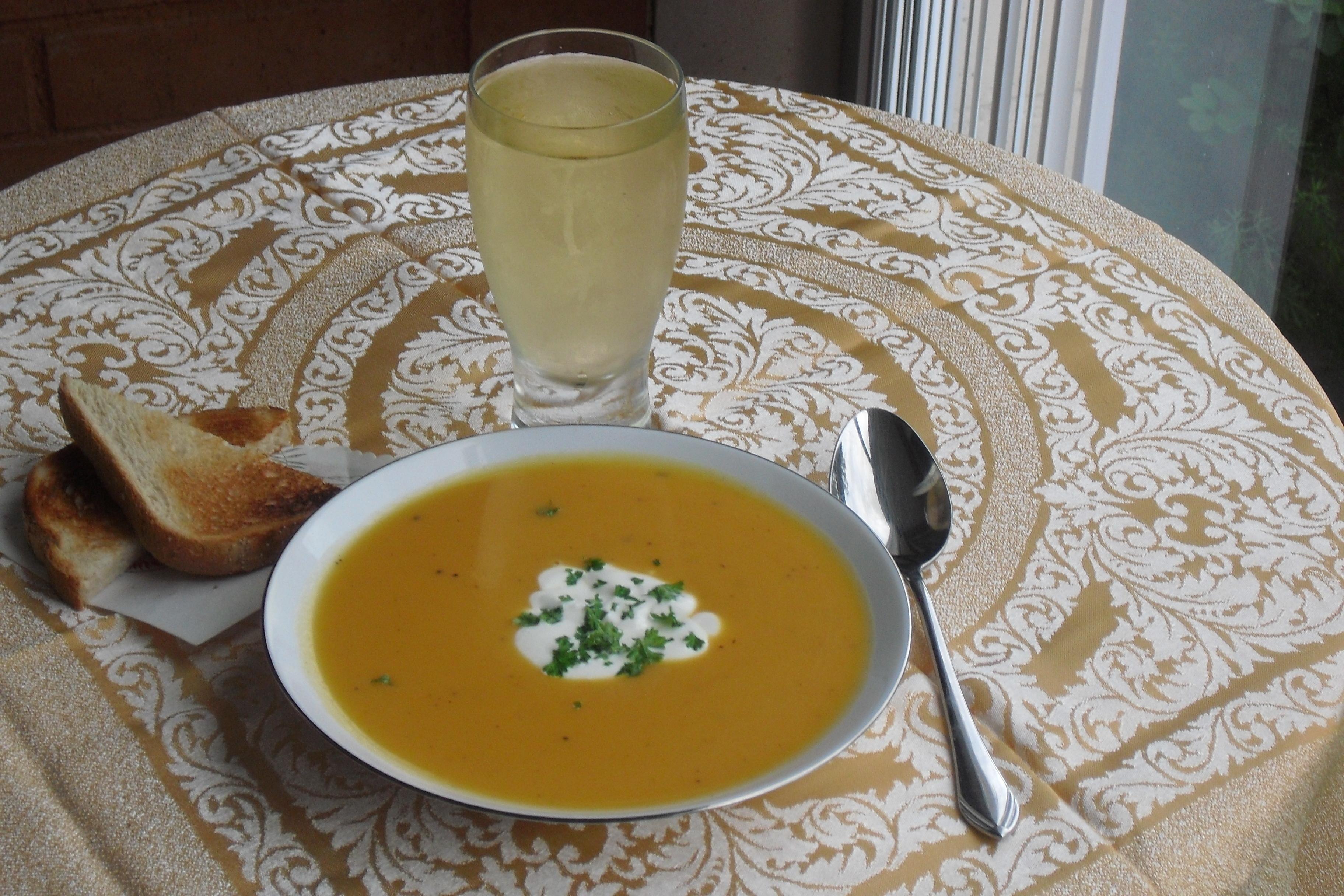 Morotssoppa med pepparrotsklick
