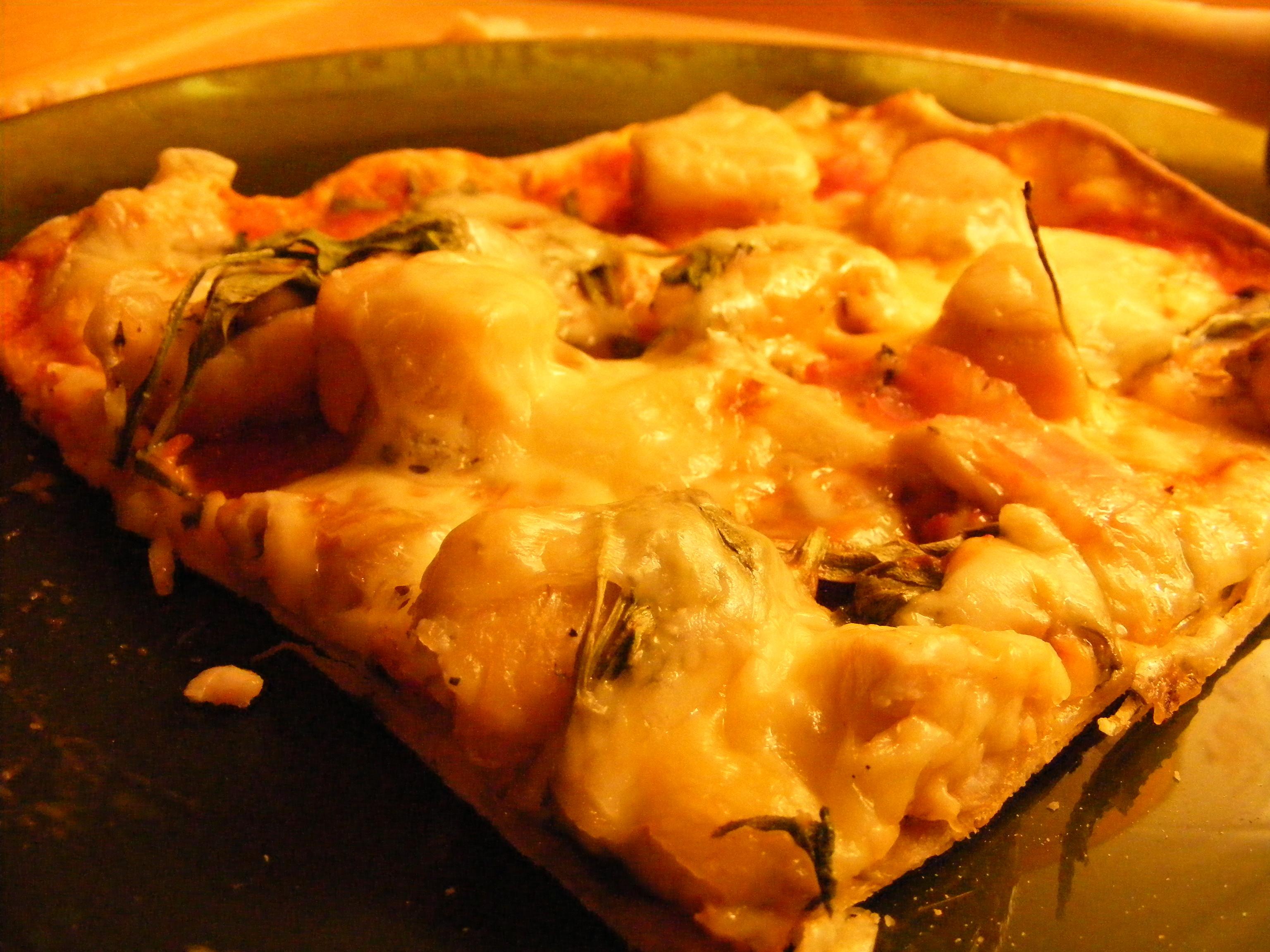 Pizza med kyckling och ruccola