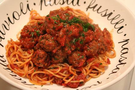 Köttbullar i tomatsås á la Basil