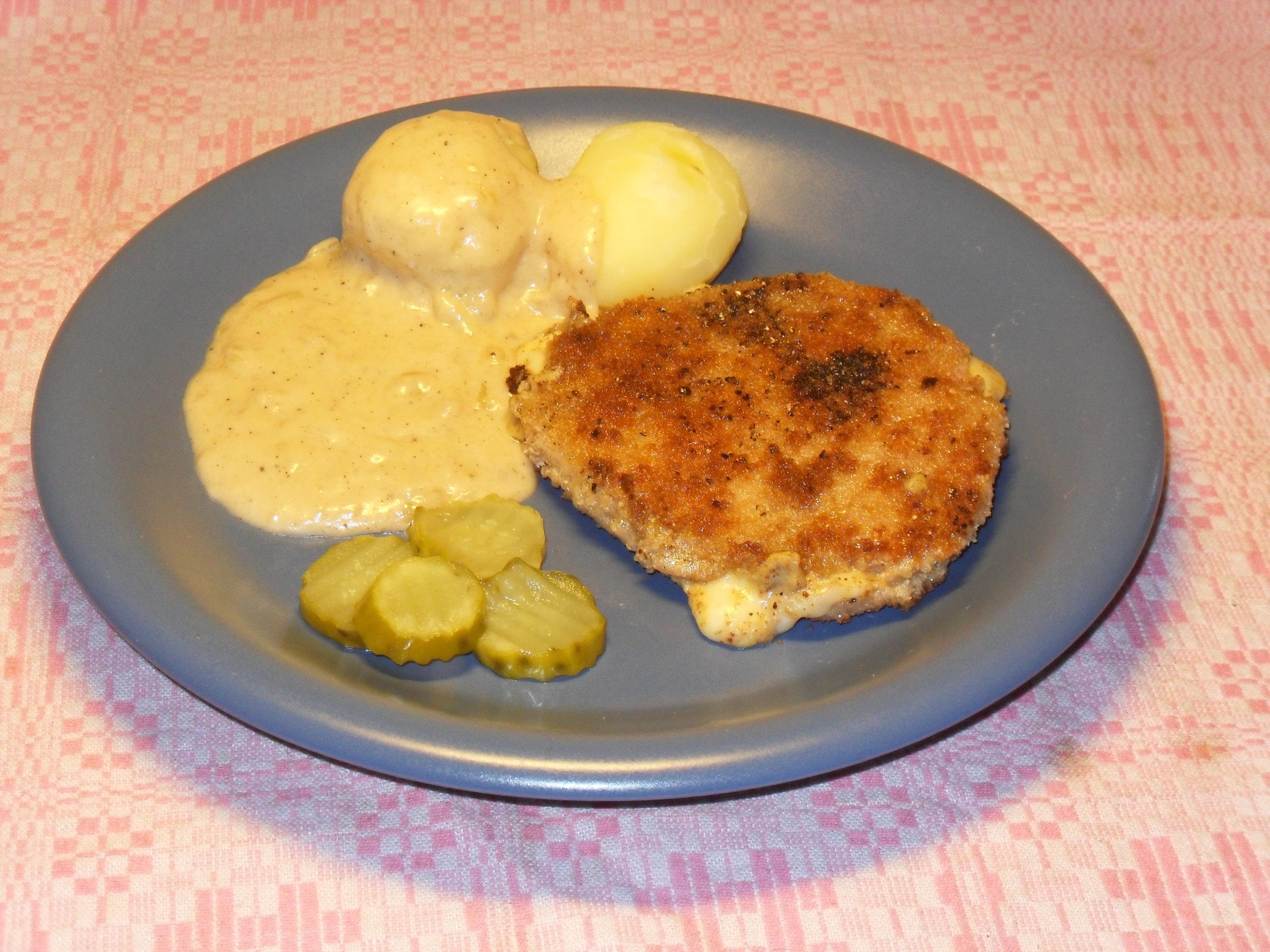 Panerad helgskinkschnitzel med ost, senap och sparris