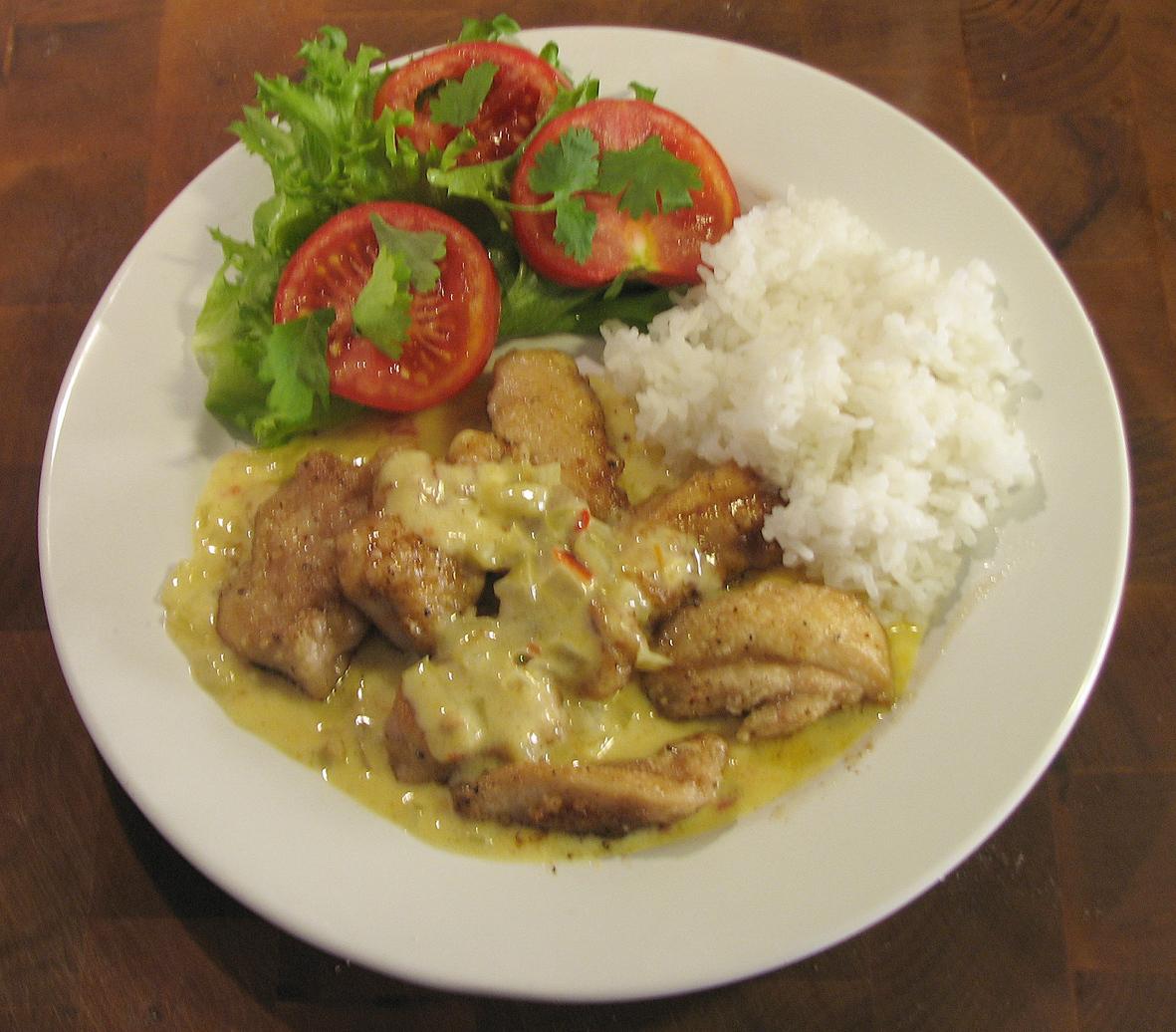 Kycklinglårfilé med het currysås