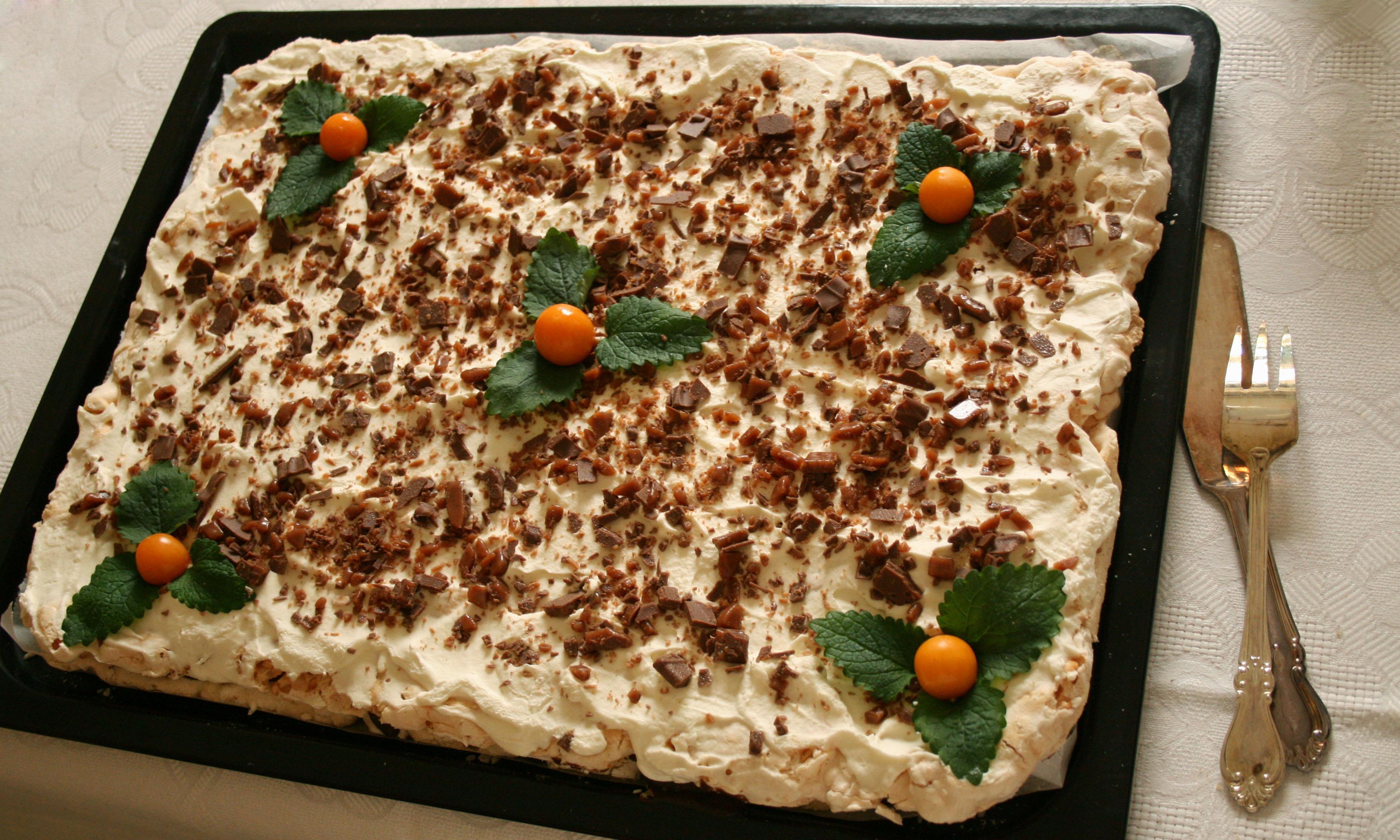 Hovets tårta (maräng, choklad och daim)
