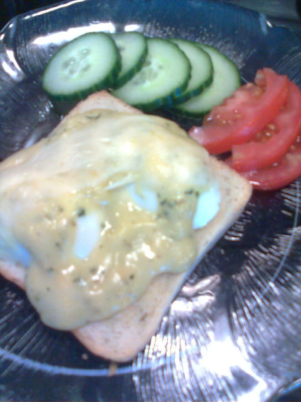 Varm ägg och beasåsmacka