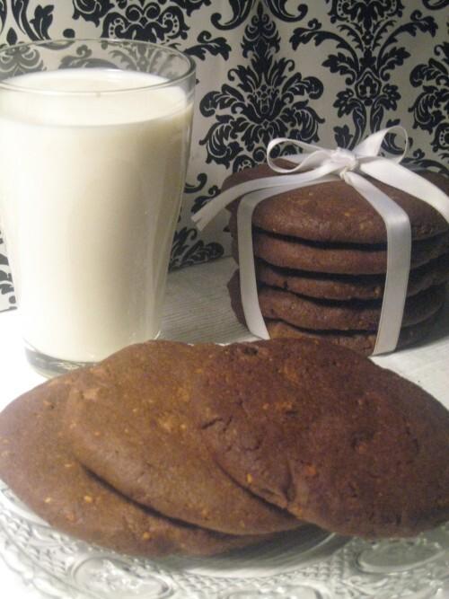 Mjuka mörka choklad och jordnötscookies