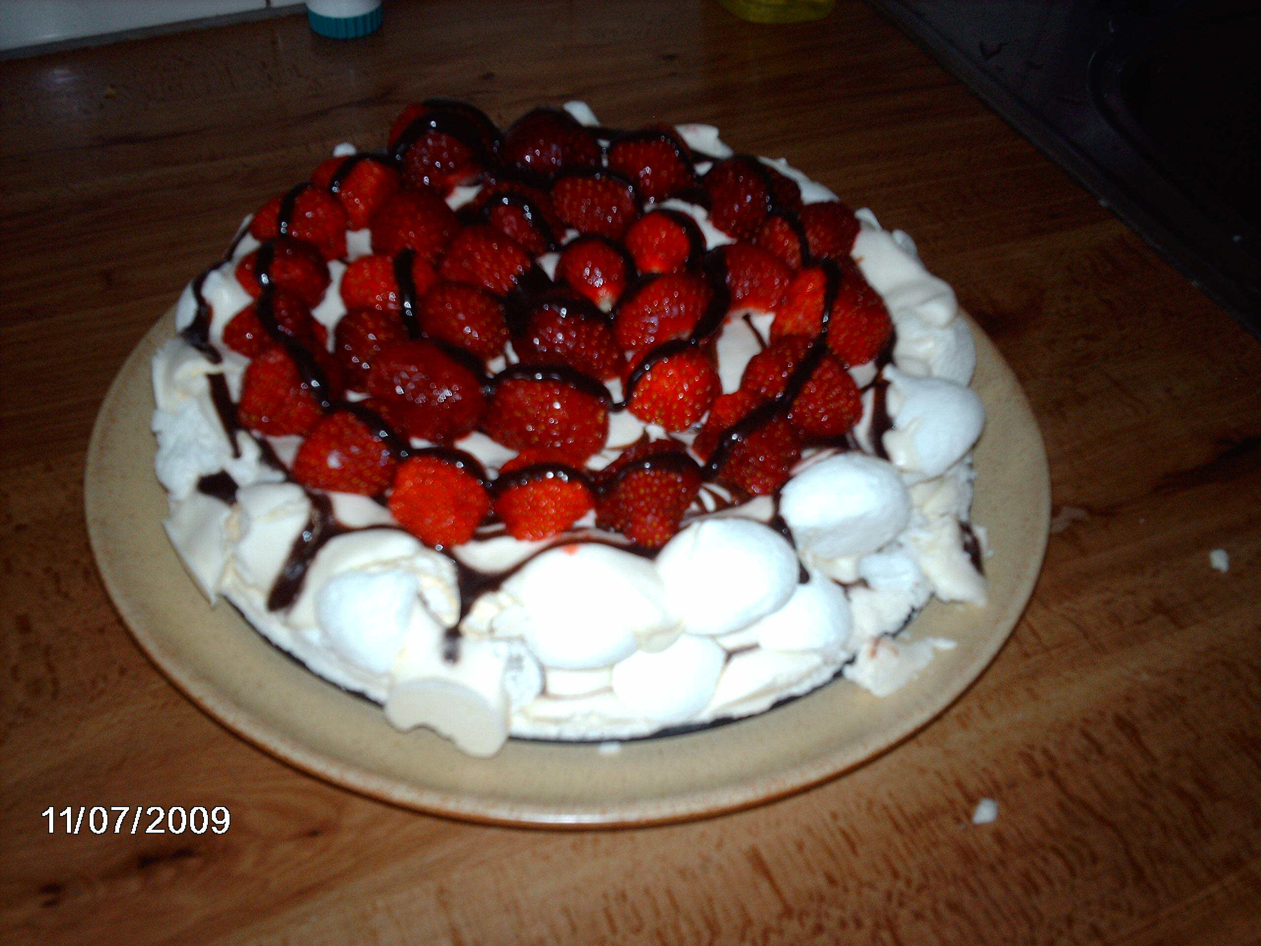 Svisstårta med jordgubbar