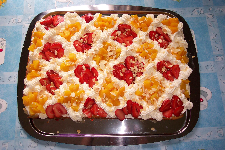 frukt kaka med mandelmassa