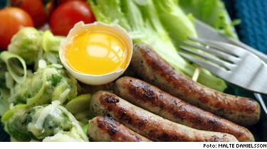 Nürnbergerkorv med brysselkål och äggula