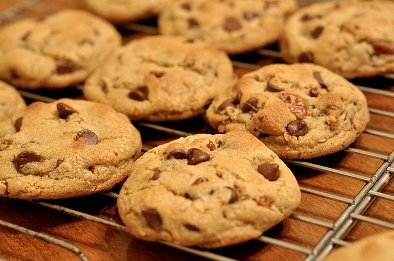 Chokladkakor (cookies) med vit och mörk choklad
