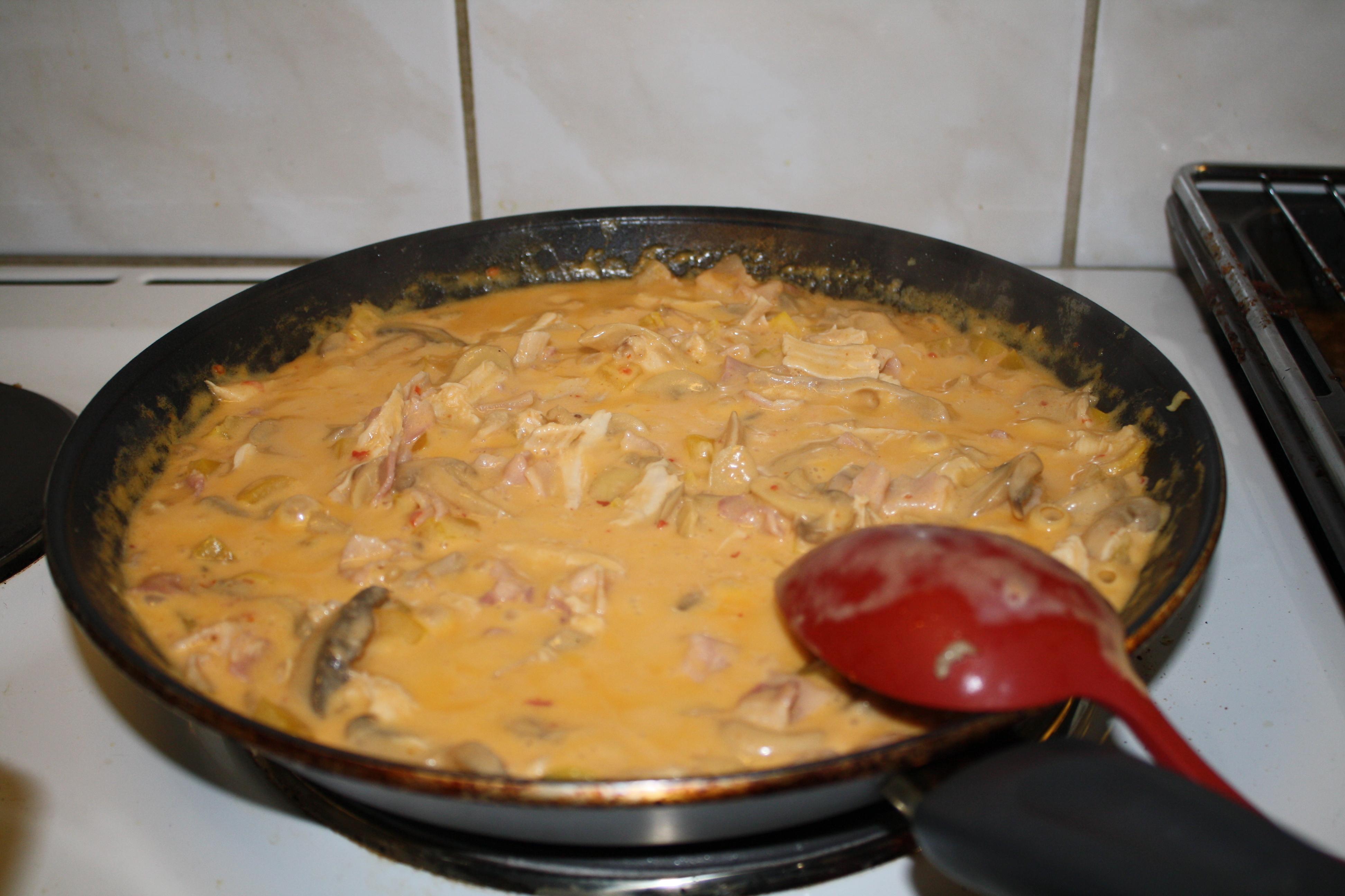 Kyckling och chilisås med pasta