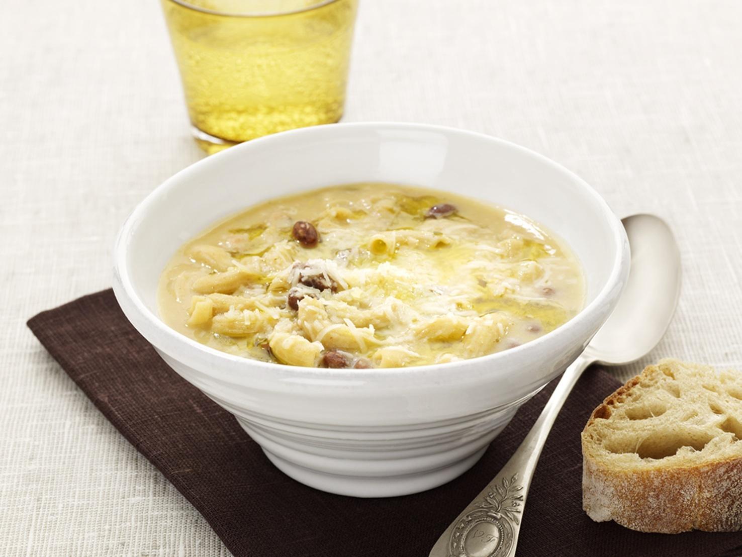 italiensk soppa pasta sidfläsk