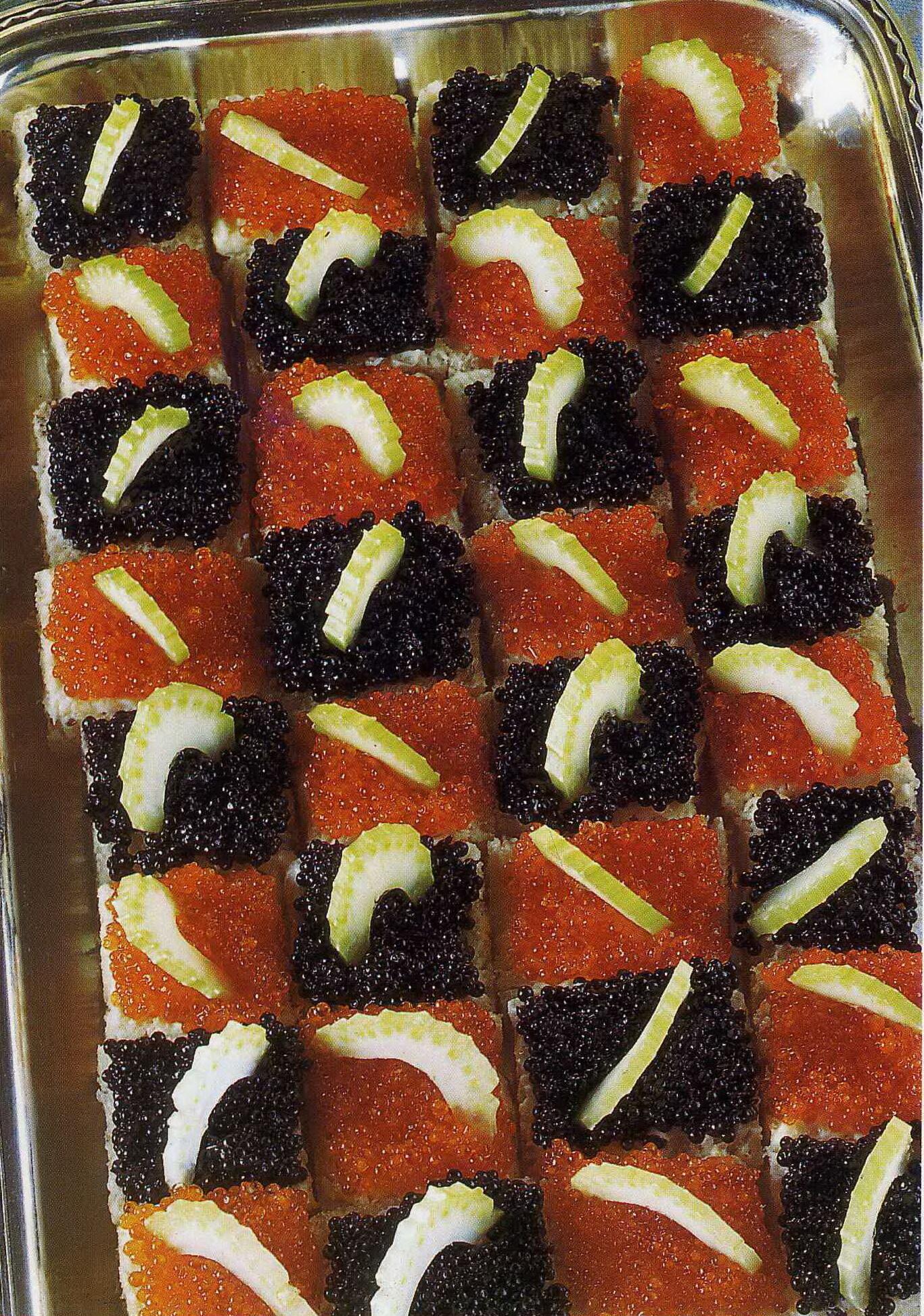 Chackrutor med svart och röd kaviar