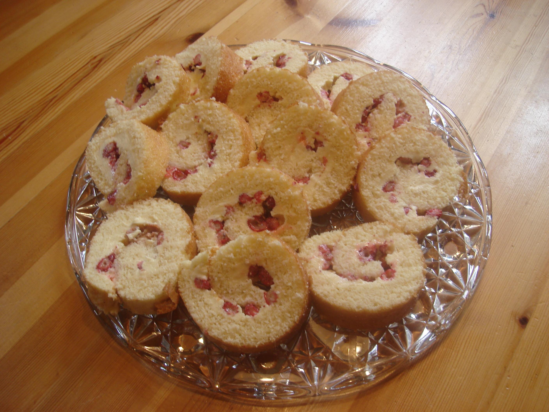 Rulltårta med smultron och vaniljsmörkräm
