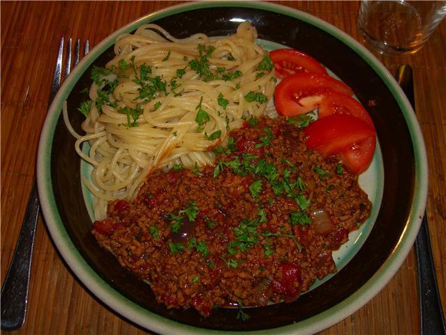 K�ttf�rss�s med spagetti p� mitt vis