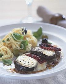 Lövbiff med mozzarella och pasta