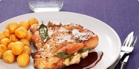 Salvia- & briefylld fläskkotlett med potatiskroketter
