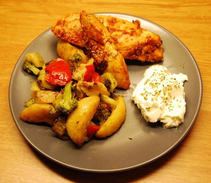 Pepparkyckling med ugnsrostad potatis och wokgrönsaker
