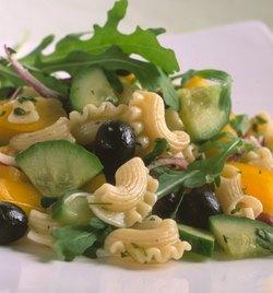 Sommarfräsch pastasallad med gurka