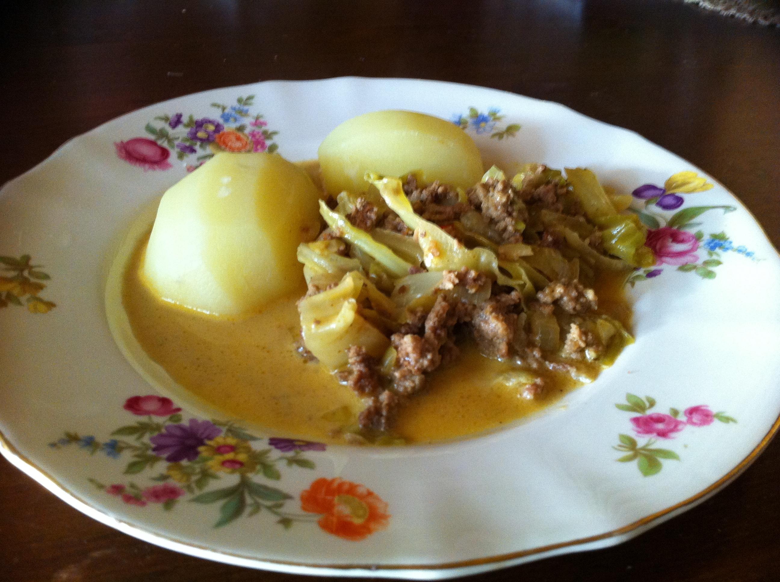 Ullas köttfärsgryta med curry och kanel