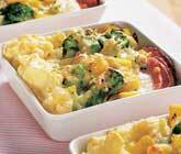 Kasslergratäng med broccoli och gula morötter