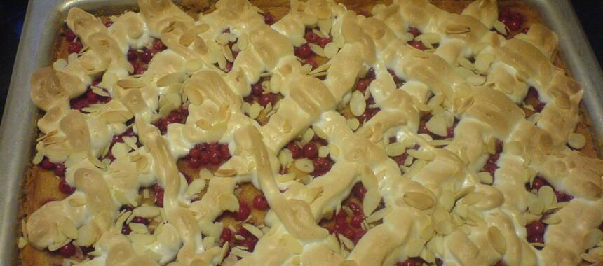 vinbärskaka med maräng