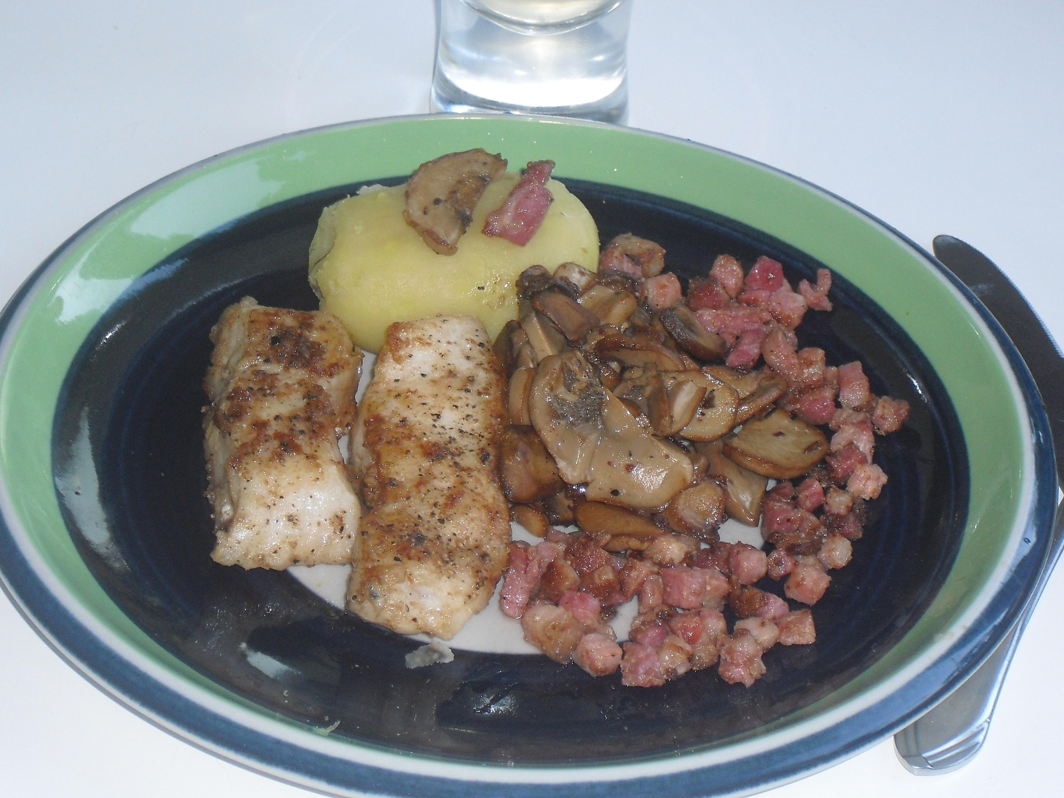Fisk smörstekt med svamp och bacon