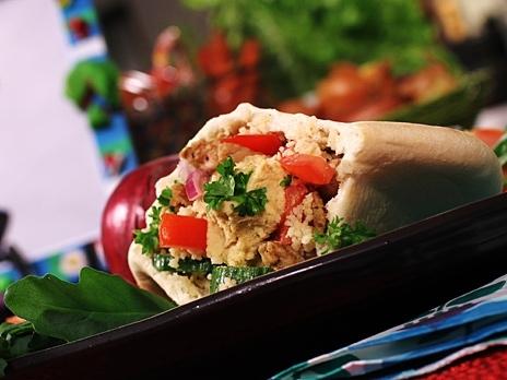 Pitabröd fyllda med kycklingfärs, couscous och hummus