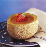 melonsoppa med jordgubbar eller hallon