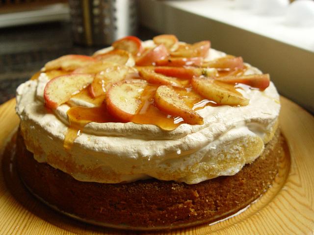 äppeltårta med rivna äpplen