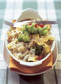 Pastagratäng med tonfisk och broccoli