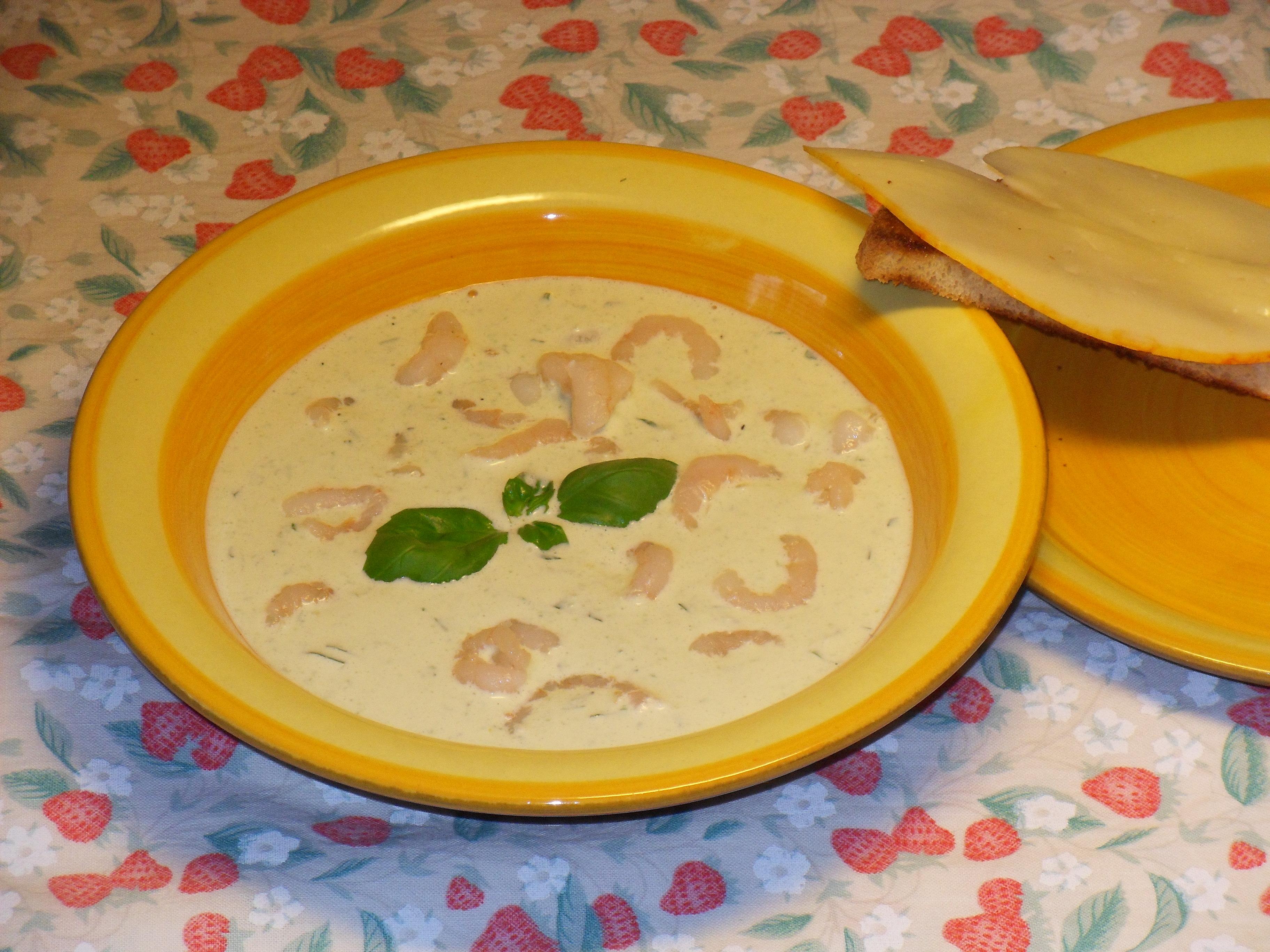 Kall basilikasoppa med räkor
