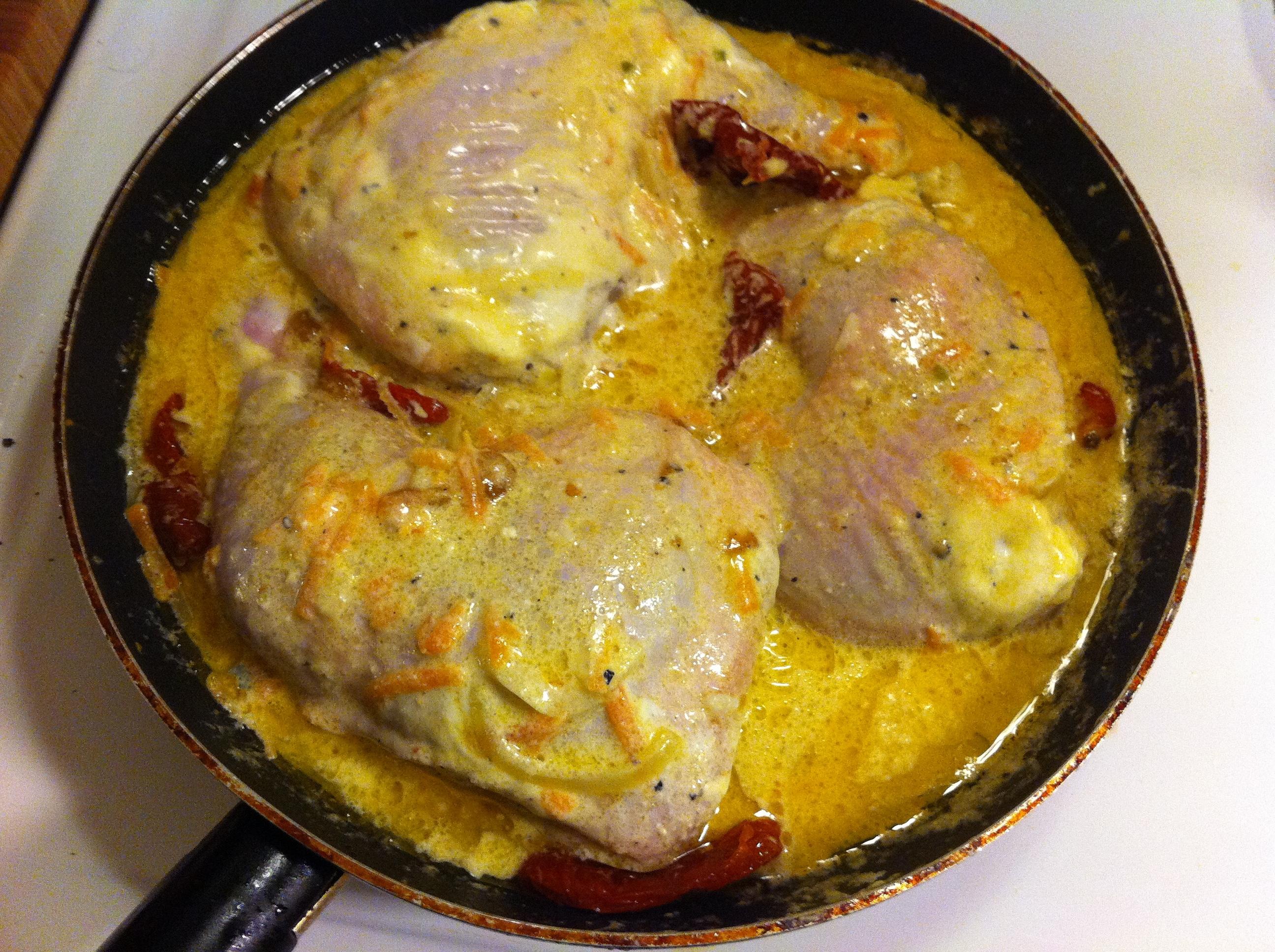 Kycklingklubbor med soltorkade tomater och ädelost