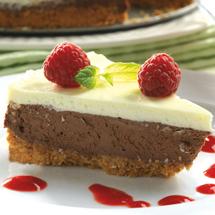 Cheesecake med choklad och hallonsås