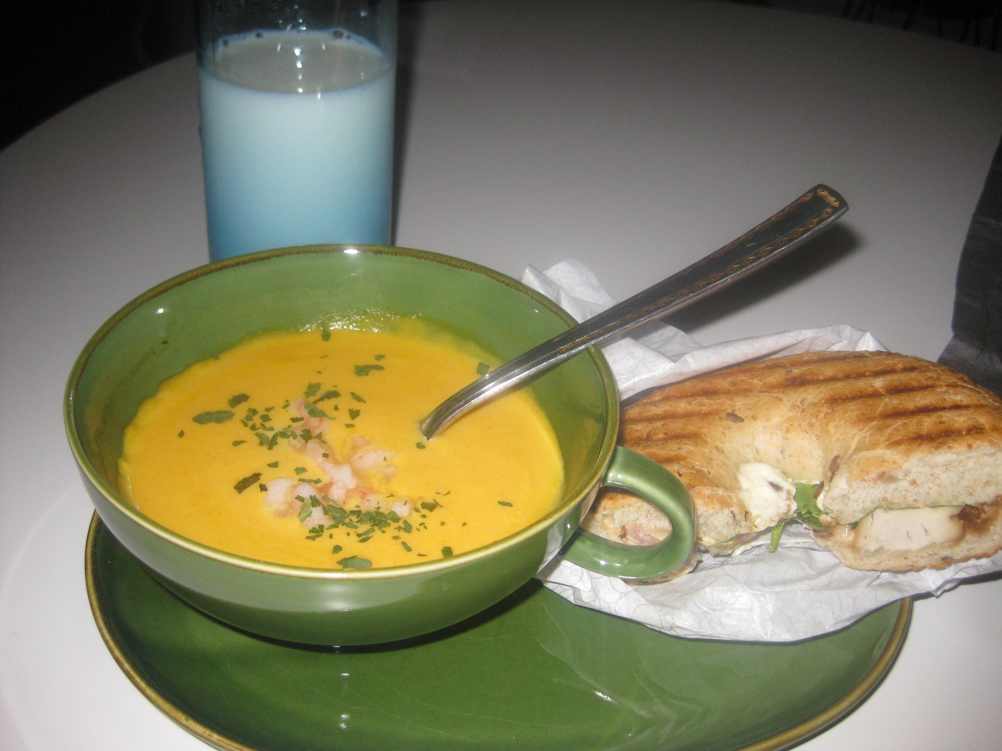 Gotländsk morotssoppa med ingefära och vitlök