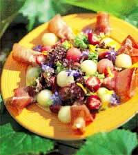 Melon- och jordgubbssallad