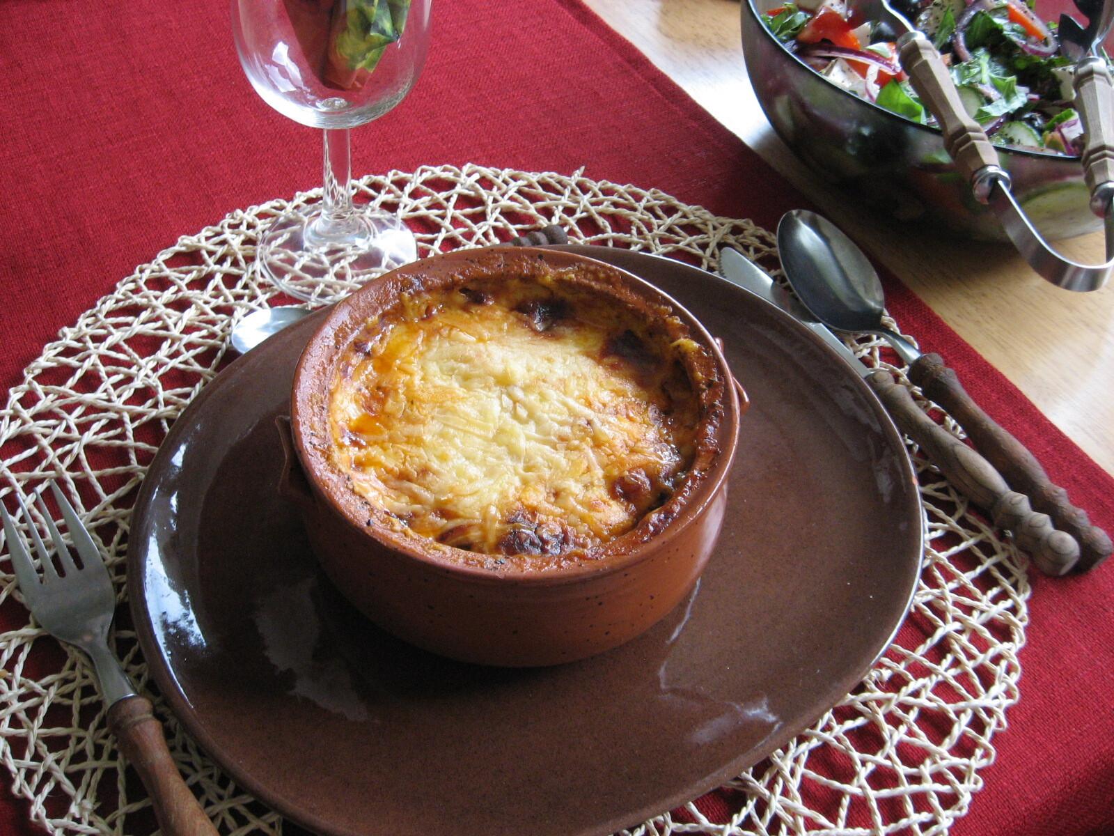 moussaka med potatis och köttfärs