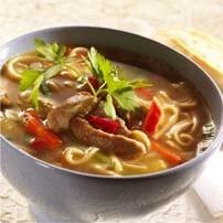 Asiatisk soppa med griskött och nudlar