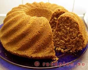 sockerkaka som sätts in i kall ugn