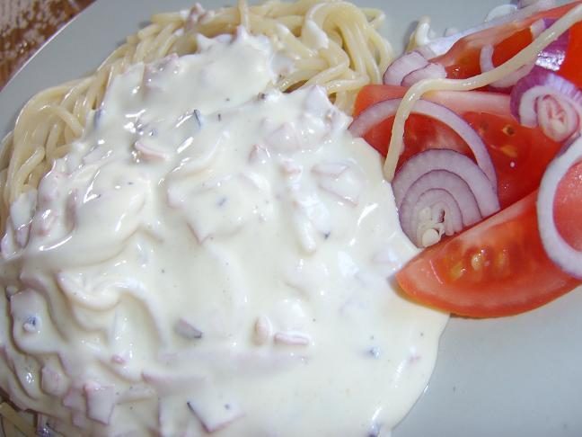 Pasta med ost- och skinksås
